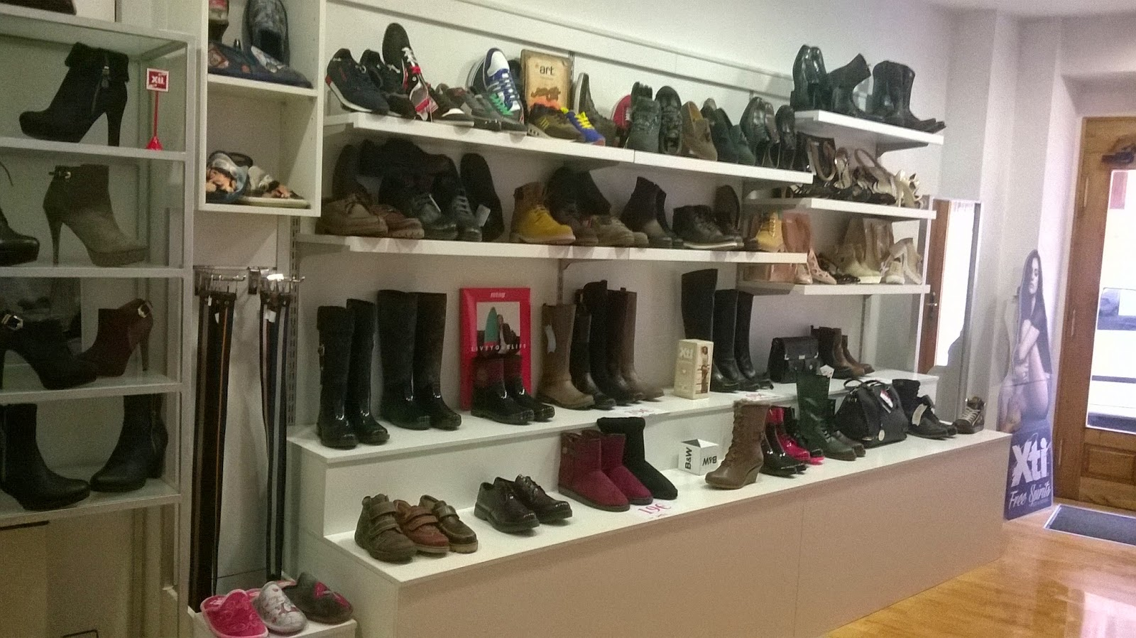 Fotos de mobiliario para zapater as anfra instalaciones comerciales - Estanterias para calzado ...