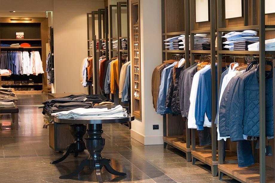 Mobiliario tienda de ropa anfra instalaciones comerciales for Decoracion de almacenes de ropa
